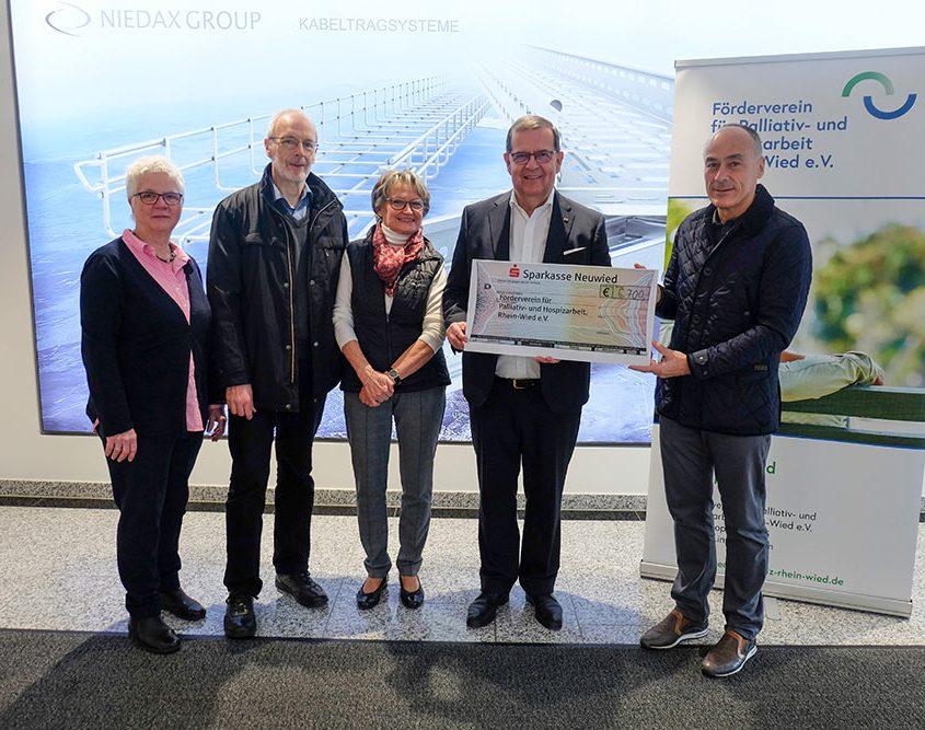 Großherzige Spende für den Förderverein für Palliativ–und Hospizarbeit Rhein-Wied
